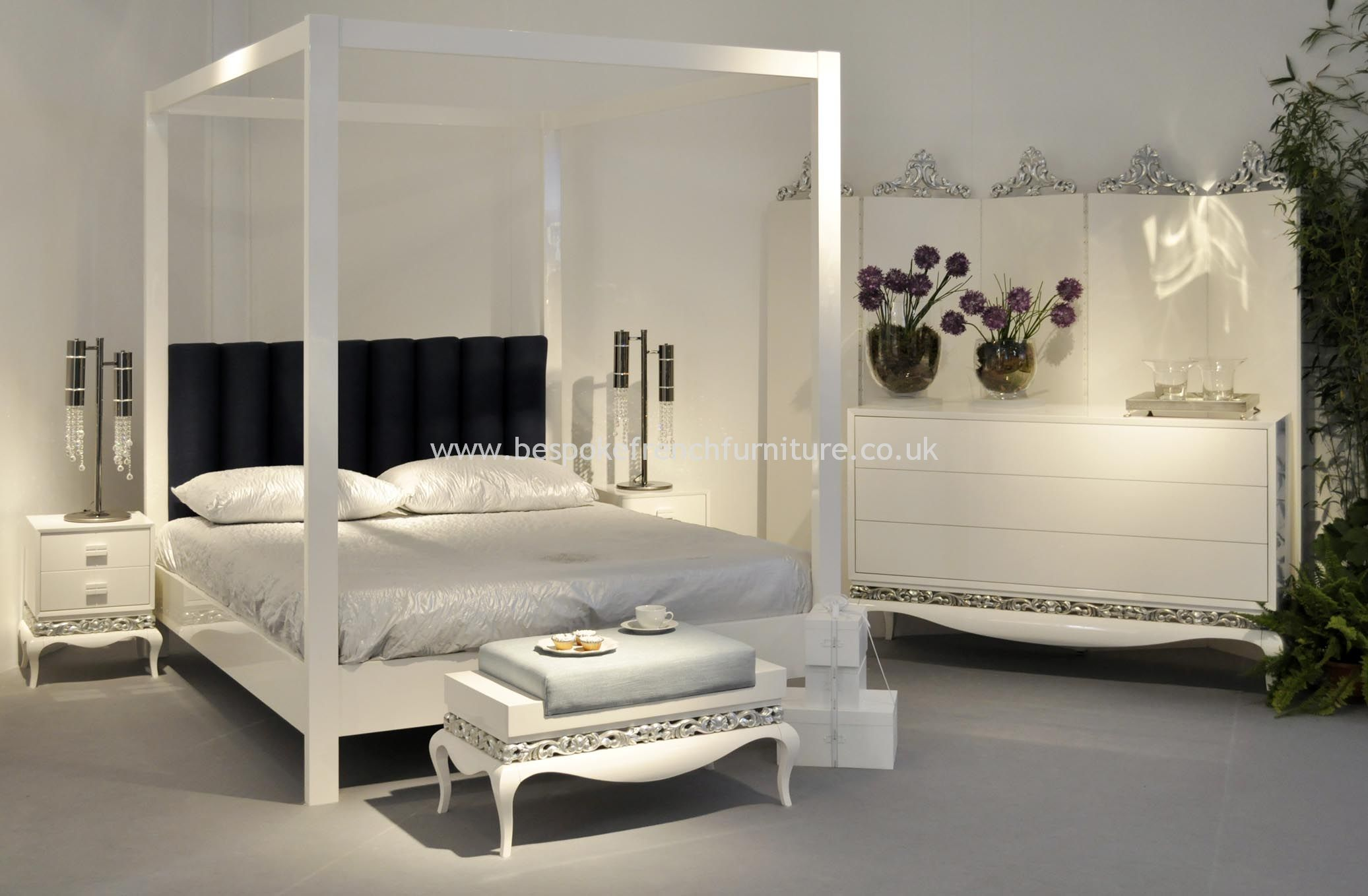 Elegant Four Poster Bed In Glossy White